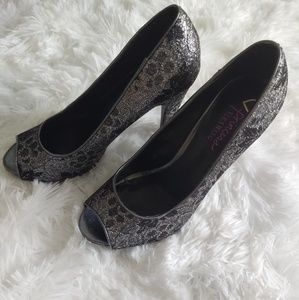Princess Vera Wang silver and black Stiletto Heel